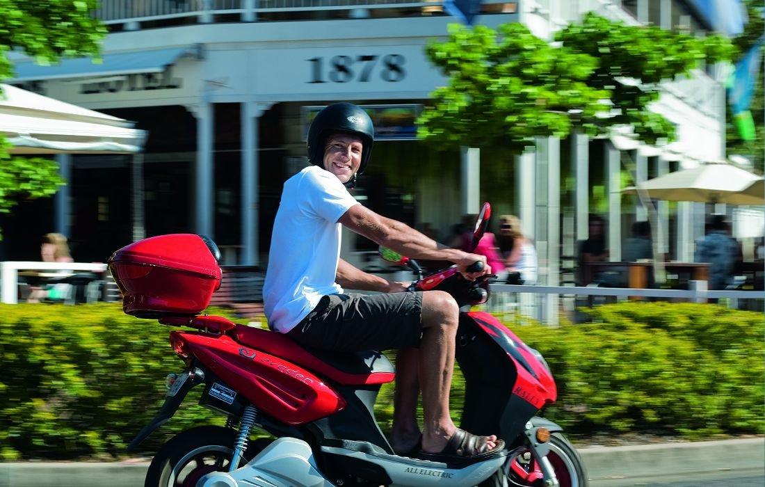 port-douglas-holiday-moped
